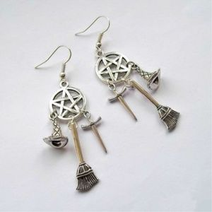 1691 Witchy earrings Pentagram broom & witch hat